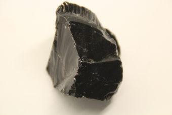 obsidienne-noire-brute-xl-164gr-shiva-esoterisme-menen-halluin-tourcoing-roubaix-lithotherapie-ile-de-france-paris-orleans